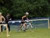 Übergabe vom Schwimmer Stefan Stremme an den Radfahrer Horst Wiegand