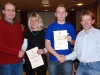 Mike Schwarz und Simone Ullmann sind beim SV Dodenhausen die Newcomer des Jahres. Abteilungsleiter Uwe Möhl (links) und der sportliche Leiter Klaus Kirschner (rechts) überreichen die Urkunden.