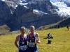 """Klaus Kirschner und Bernd Mehring, so sehen glückliche Jungfrau-Marathon-Finisher aus. Aufgenommen etwa 2 Minuten nach dem Zieleinlauf von Bernd Mehring. Im Hintergrund links der Eiger (3.970 m). Die steil abfallende Wand am linken Bildrand ist die berühmte Eiger-(Mord)Nord-Wand. Der rechte Gipfel ist der Mönch (4.107 m) .Weiter rechts (nicht auf dem Bild) ist die Jungfrau (4.158 m) Diese \""""3\"""" hat man beim Aufstieg immer wieder vor Augen."""